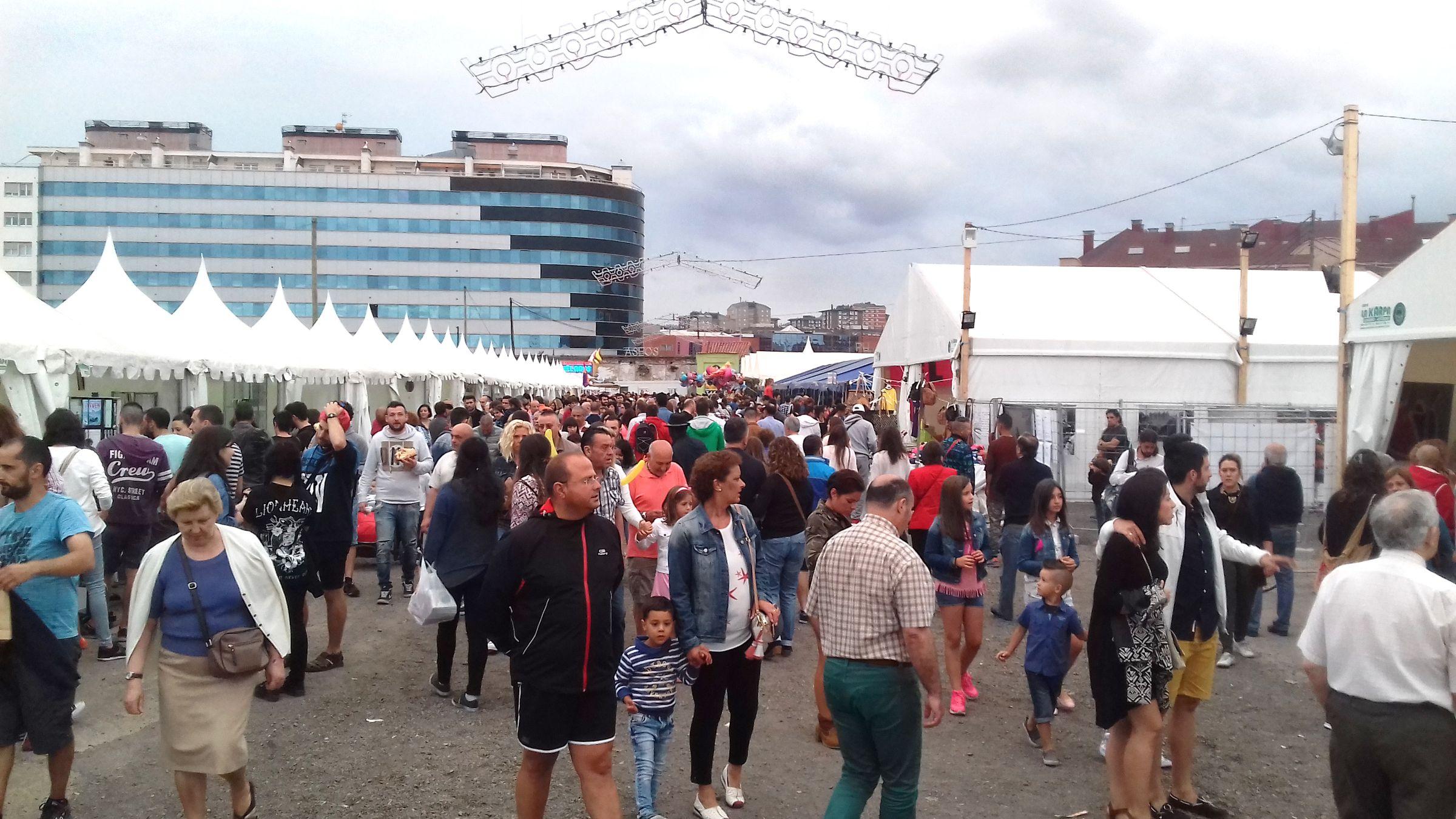 Obras en la variante de Pajares.Visitantes en la Semana Negra de Gijón