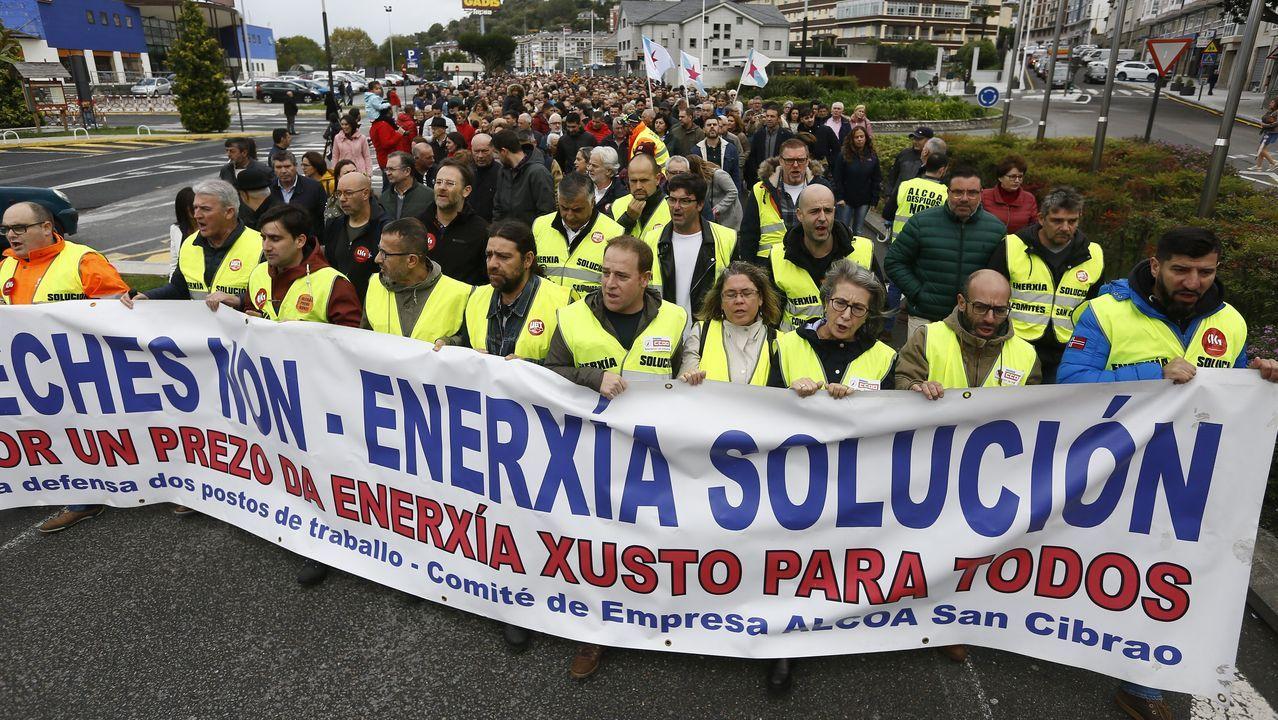 El socialista Adrián Barbón felicitado por Lorena Gil.