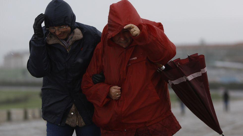 Lluvias, viento y olas tienen en alerta el norte de la península
