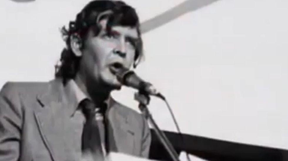 «O do Beiras non toca».Ramiro Santalices en una imagen de archivo del 2003, cuando fue candidato a las elecciones municipales en Santiago