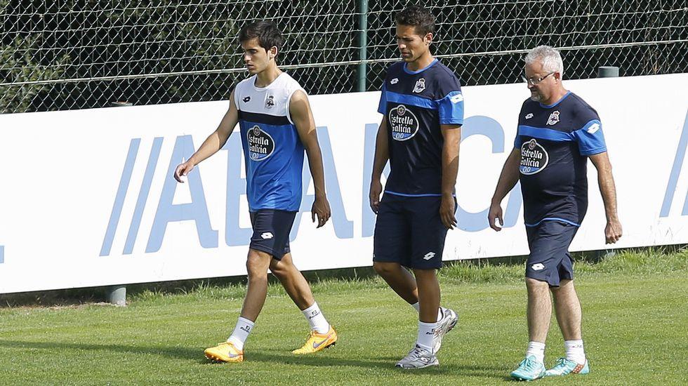 Víctor juega como uno más.Medunjanin, entre Mosquera y Juan Domínguez en un entrenamiento del Dépor