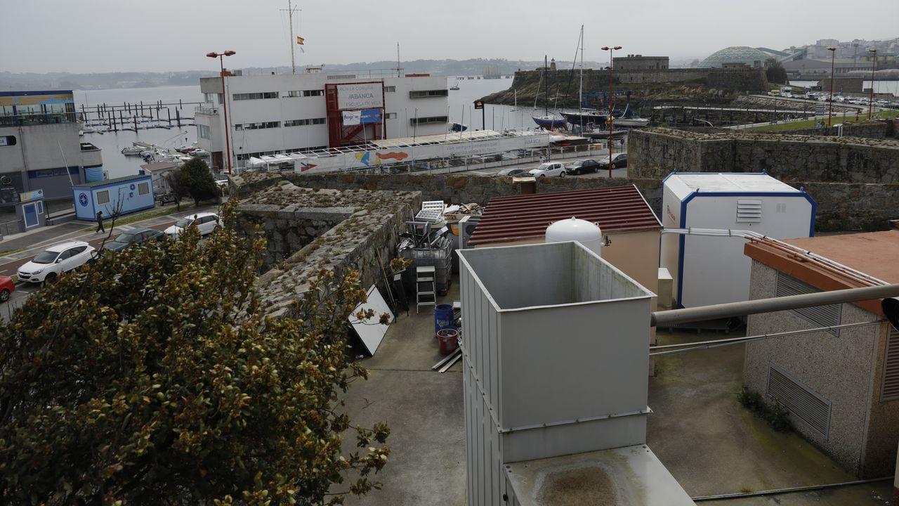 Entramos en Xaz, el campo de golf más exclusivo de Galicia que abre en Oleiros.Imagen de archivo de otro rescate realizado a un perro entre la torre de Hércules y Punta Herminia