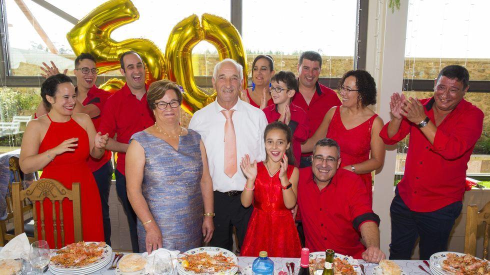 Manuel Rey y Jesusa Pena, 50 años de matrimonio: ¡el álbum!.A la derecha, la carretera AC-523 que comunica con Cerceda