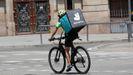 Un rider de Deliveroo, una de las empresas más importantes de la economía «gig»