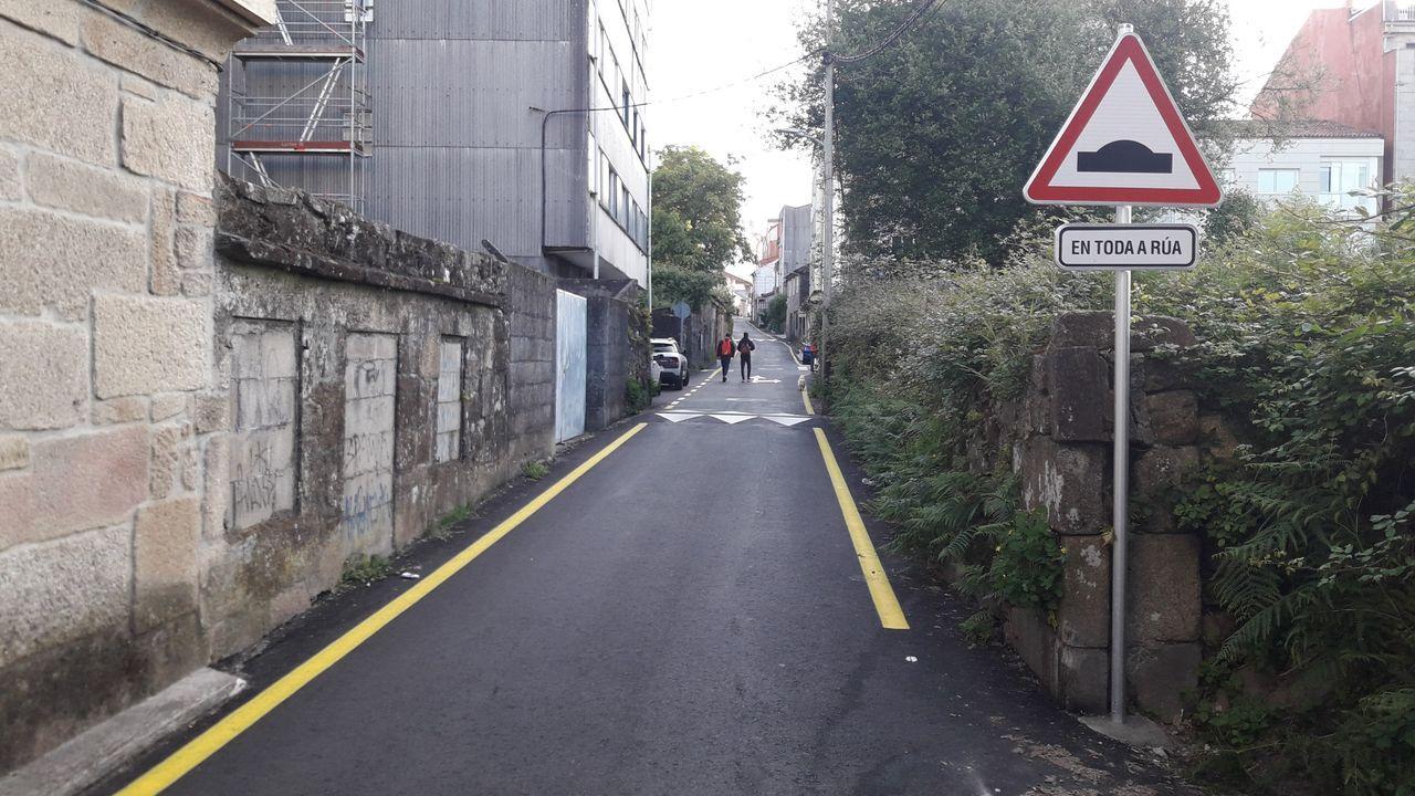 Remate de las obras en la Rua da Torre, en Pontevedra.Imagen de archivo de la doble fila en el entorno de la plaza de Lugo