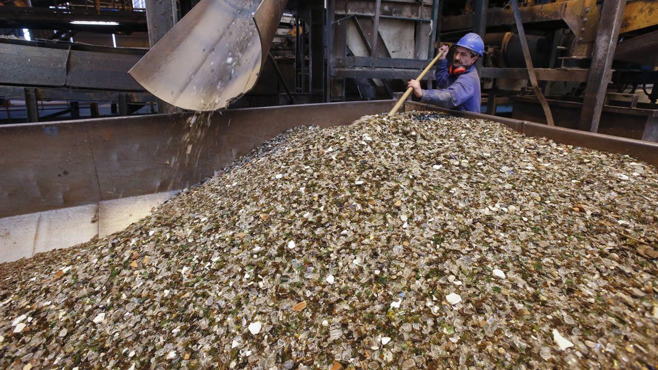 Recogida de vidrio en la planta de Sogama, en Cerceda