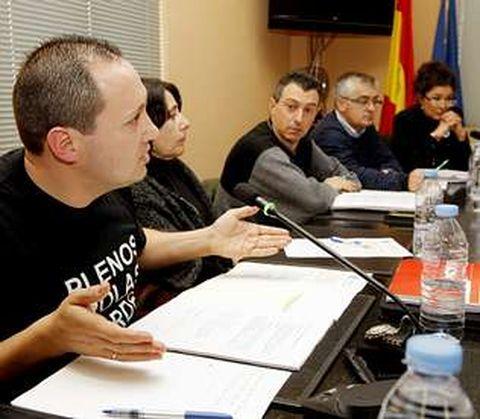 El portavoz socialista criticó que las mariscadoras con más de 65 años estén esperando por las ayudas de la Xunta.