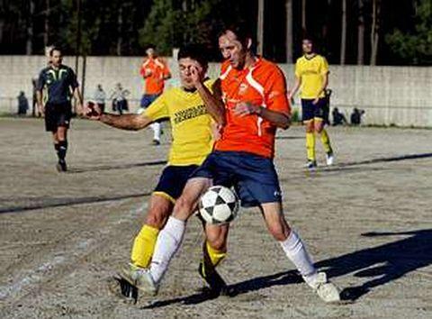 El derbi boirense cayó del lado del Abanqueiro, que superó al Lampón por un contundente 5-1.