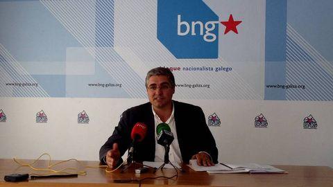 Carlos Aymerich informa sobre una iniciativadel BNG  sobre las preferentes