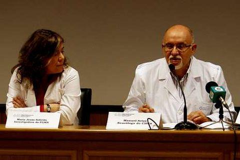 La genetista María Jesús Sobrido y el neurólogo Manuel Airas.