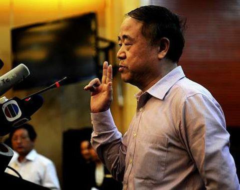 Mo Yan, ayer, en la multitudinaria rueda de prensa que ofreció para replicar a sus críticos.