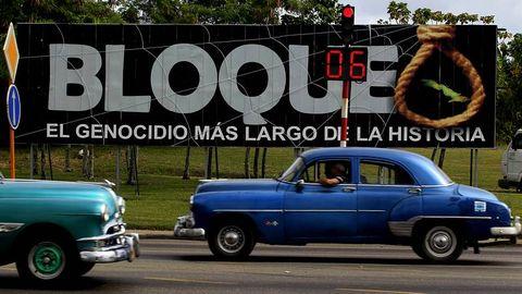 Cartel contra el bloqueo en La Habana.
