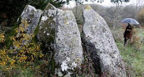El dolmen de Abuíme está desprovisto de su cubierta.