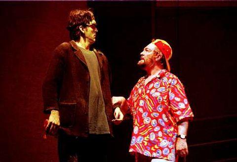 Rubén Ruibal e Miguel Varela, nunha representación de «Criaturas», en Carballo, no ano 2000.
