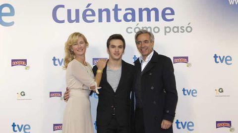 Ana Duato, Ricardo Gómez e Imanol Arias, en el estreno oficial de la serie «Cuéntame cómo pasó».