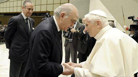 El papa Benedicto XVI recibió en en audiencia al ministro Jorge Fernández-Díaz en febrero del 2013 en el Vaticano