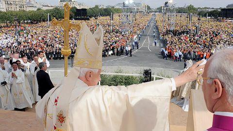 El papa Benedicto XVI durante la celebración de una misa en la plaza de los inválidos en París