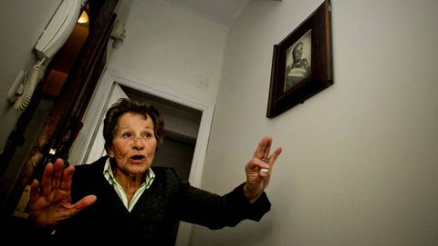 Aurelia Rey, que hoy rechazó dos viviendas sociales en los barrios de Novo Mesoiro y Eirís.