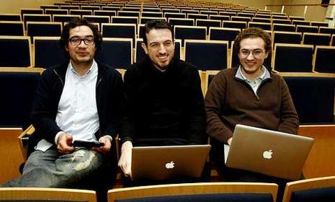 Esteban, Juan y Antonio, tras terminar la charla en la escuela de ingeniería de Santiago.