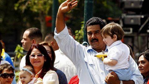 Nicolás Maduro con su familia tras votar