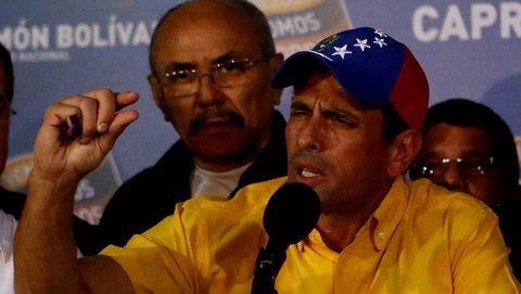 Capriles anunciando que no reconoce los resultados