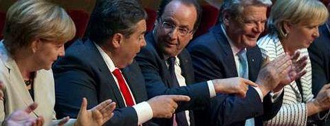 Merkel, el presidente del SPD, Sigmar Gabriel, y Hollande, en el acto de aniversario.