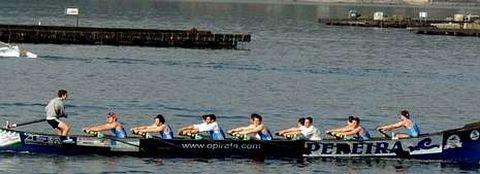 Los remeros muradanos participaron este año en una prueba amistosa en Cabo de Cruz con una embarcación prestada por Tirán.