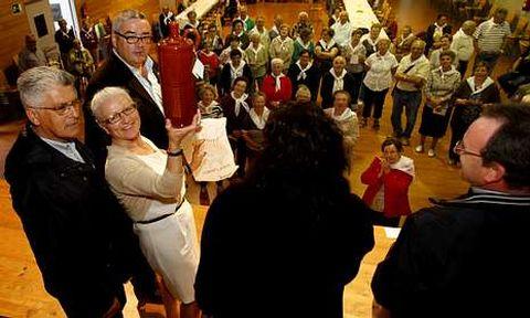 Los regueifeiros Josiño da Teixeira y Suso de Xornes animaron la fiesta organizada por la empresa Senes, de la que es responsable María Vázquez Lavandeira.