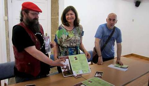Damián Payo, Carmen Lareo e Armindo Salgueiro, na presentación da Forxa Literaria, no museo.