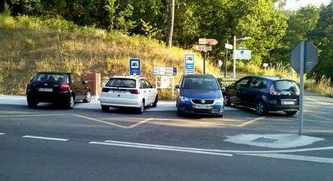 Hubo quejas de autocaravanistas por tener ocupado el espacio reservado a sus vehículos por coches.
