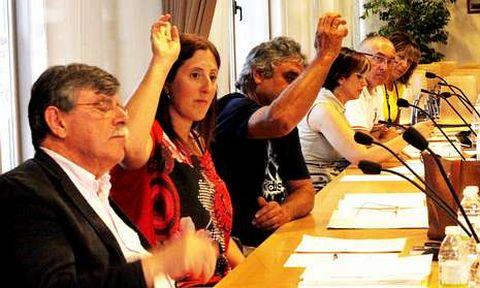 El BNG votando en contra de una moción del PP contra el terrorismo, ante Begoña Díaz (de amarillo).