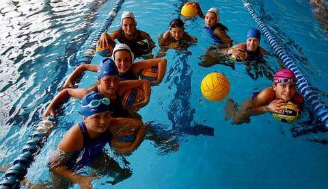 La Asociación Coruñesa de Waterpolo ha formado un equipo de waterpolo femenino.