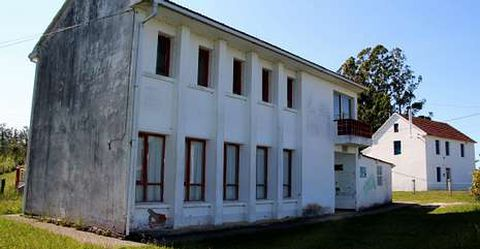 Imagen de la escuela unitaria de Vilaboa, una de las que está siendo rehabilitadas