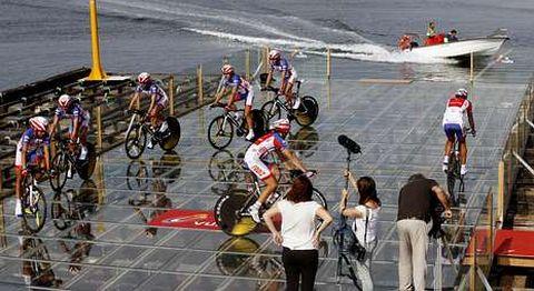 La batea de La Vuelta a España será reubicada dentro de la dársena portuaria.