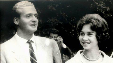 El 13 de septiembre de 1961, con 33 años, Juan Carlos y doña Sofía de Grecia anunciaron el enlace matrimonial.