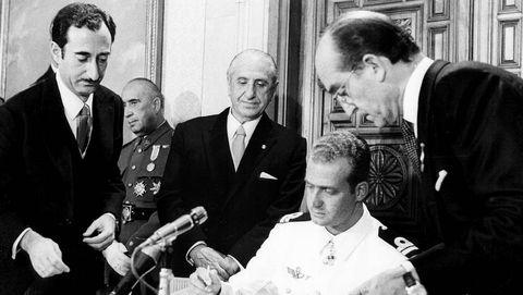 El 27 de julio de 1969 firmó el acta aceptando el título de sucesor de Francisco Franco. La firma tuvo lugar en el palacio de la Zarzuela, actual residencia de la Familia Real.