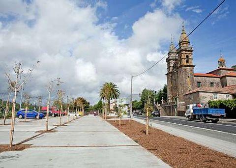 La plaza de A Escravitude quedó irreconocible con la plantación de árboles y otras mejoras.