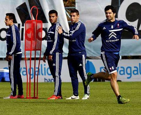 Álex López, Hugo Mallo y Rafinha pueden ocupar plaza en el once inicial de esta noche.