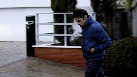 Unai Casillas, hermano de Iker Casillas, a su salida de la clínica Ruber.