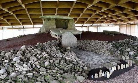 El Concello prioriza la explotación del turismo, con el Dolmen de Dombate como referencia.