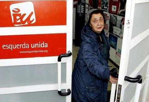 La diputada de AGE Carmen Iglesias, en la sede de EU en Santiago el pasado diciembre.
