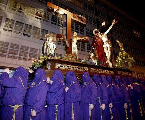 Paso del Calvario en la procesión de la Pasión, el año anterior.
