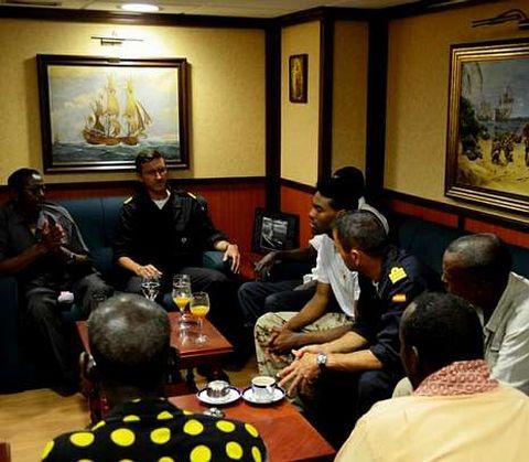 Imagen de la reunión a bordo.