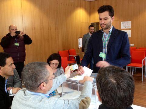 Paulo López votó en un colegio electoral de Betanzos