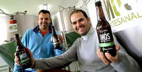 Cervexa Artesanal Nós ha sido la última en llegar a la comarca, estableciéndose en Mos y con premio empresarial incluido. FOTOS