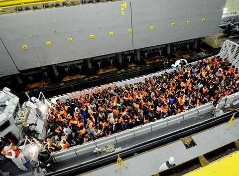Inmigrantes rescatados por el «San Giorgio» el pasado mes de marzo.