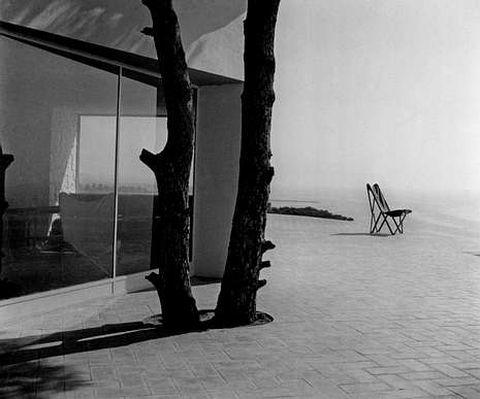 <span lang= es-es >Català-Roca.</span> Su reportaje de 1953 sobre la casa Ugalde de Coderch y Valls fue una de las colaboraciones entre estos profesionales.