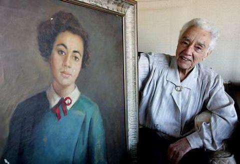 María Wonenburguer, que fue incinerada ayer, en su casa de Oleiros con una foto de su juventud.