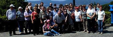 Medio centenar de vecinos de Matalobos y Toedo visitaron el sábado Vigo y su entorno.
