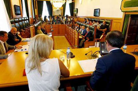 Los escaños vacíos del PP evidenciaron la profunda crisis de gobierno en el pleno de ayer.